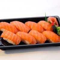 Salmon Sushi (L)